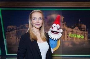 """NDR Norddeutscher Rundfunk: """"Der reale Irrsinn XXL"""": Janin Reinhardt präsentiert Realsatire zusammen mit sprechendem Gartenzwerg"""