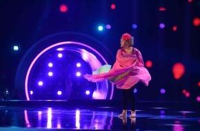"""SAT.1: """"Atemlos""""! Cindy aus Marzahn tanzt wie Helene Fischer in """"Schwarz Rot Pink"""" am Freitag, um 22:30 Uhr in SAT.1"""