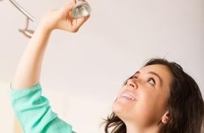toom Baumarkt GmbH: Energiesparen: Leuchten, Licht & Leerlauf / Eine aktuelle forsa-Umfrage zeigt: Immer mehr Eigenheimbesitzer und Mieter entscheiden sich für energiesparende Beleuchtungslösungen