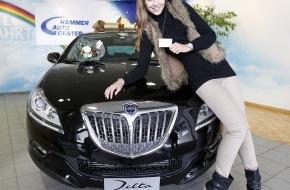Lancia / Fiat Group Automobiles Switzerland SA: Miss Schweiz Kerstin Cook erhält frühzeitiges Weihnachtsgeschenk