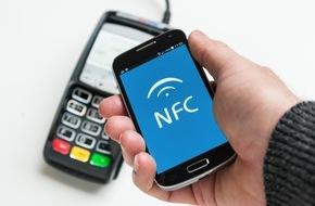 ERGO Group AG: Bezahlen mit dem Smartphone: Werden unsere Geldbörsen bald überflüssig?