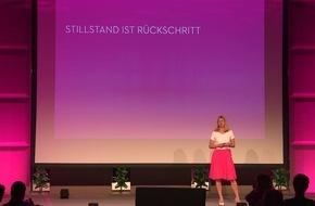 INNOVATE OR DIE - Wirtschaftsstratege Kurt Matzler rüttelt Unternehmer wach / Ein Vortrag, bei dem einem der Atem stockt