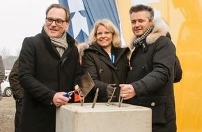 IKEA Deutschland GmbH & Co. KG: Nachbarn und Umwelt im Blick: viel Grün, Erdwärme und eine Anwohnerstraße für IKEA Wuppertal