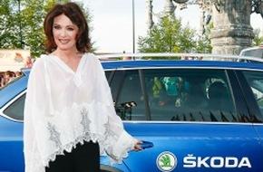 Skoda Auto Deutschland GmbH: VIP-Shuttle beim Radio Regenbogen Award 2015: SKODA chauffierte die Stars zum roten Teppich