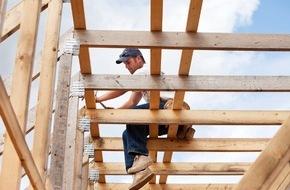 DVAG Deutsche Vermögensberatung AG: Kein Rückgang bei Arbeitsunfällen: Bauarbeiter und Handwerker besonders von Berufsunfähigkeit bedroht / Die DVAG erklärt, was beim Abschluss einer Versicherung gegen Berufsunfähigkeit zu beachten ist