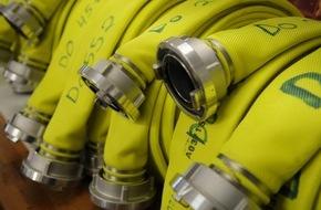 Feuerwehr Dorsten: FW-Dorsten: Wohnmobil und Pkw am Morgen ausgebrannt-Übergriff der Flammen auf eine Gewerbehalle konnte verhindert werden