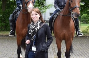 """Polizeidirektion Göttingen: POL-GOE: Welcome-Day der Polizei Niedersachsen - Polizeipräsident Uwe Lührig (Polizeidirektion Göttingen) und """"Patin"""" Natalie Fehr sind begeistert"""