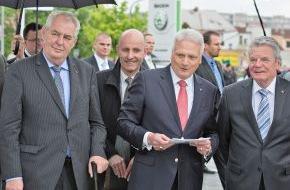 Skoda Auto Deutschland GmbH: Staatspräsident Milos Zeman und Bundespräsident Joachim Gauck zu Gast bei SKODA