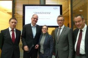 Kommission für Jugendmedienschutz (KJM): Dialog mit Facebook: KJM fordert Engagement im Jugendschutz
