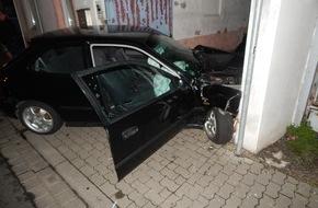 Polizeipräsidium Koblenz: POL-PPKO: Flucht vor Polizeikontrolle in Koblenz - Unfall in der Herberichstraße