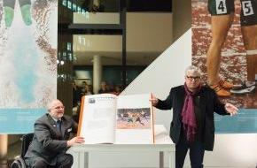 Otto Bock HealthCare GmbH: 25 Jahre Partner der Paralympics - Professor Näder und Sir Craven eröffnen Sonderausstellung im Ottobock Science Center Berlin