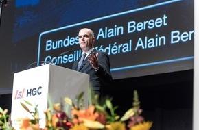 SBV Schweiz. Baumeisterverband: Schweizerischer Baumeisterverband: Tag der Bauwirtschaft - SBV-Präsident Lardi will ehrliche Unternehmer mit Ausweis schützen