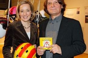 Menschenkinder Verlag: CD Überreichung an Frau Dr. Kristina Schröder in Berlin