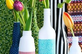"""Blumenbüro: """"More is More"""" mit der Tulpe / Blumige Flaschenvasen für die schönsten Tulpenblüten"""