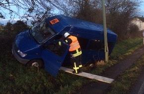 Feuerwehr Stolberg: FW-Stolberg: Verkehrsunfall mit Kleinbus und Ausgelöste Brandmeldeanlage in kurzer Folge