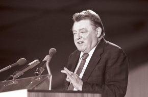 Hanns-Seidel-Stiftung: Franz Josef Strauß (1915 - 1988) - Die politische Biographie eines großen Deutschen / Gedenkveranstaltung anlässlich des 25. Todestages