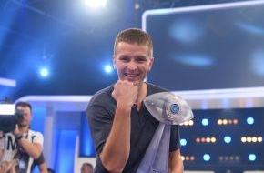 """SAT.1: Aaron Troschke gewinnt """"Promi Big Brother"""" 2014"""