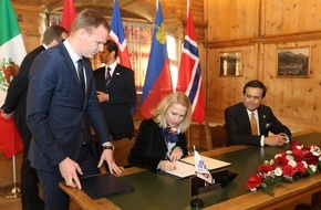 Fürstentum Liechtenstein: ikr: WEF 2016: Regierungsrätin Aurelia Frick unterschreibt Neuverhandlungen des Freihandelsabkommens der EFTA mit Mexiko