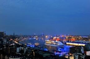 "Hapag-Lloyd Kreuzfahrten GmbH: Hamburg Cruise Days 2015: Hapag-Lloyd Kreuzfahrten veranstaltet ""Captains Dinner in the Sky"" über dem Hamburger Hafen"