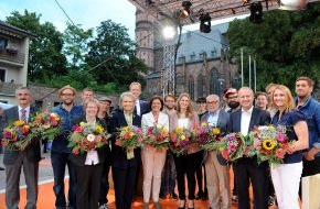 SWR - Südwestrundfunk: Ehrensache-Preis 2014 verliehen SWR zeichnet fünf Preisträger für ehrenamtliches Engagement aus
