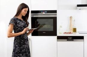 """Siemens Hausgeräte: Siemens Hausgeräte sind """"on"""" / Zur IFA präsentiert Siemens die ersten connectivity-fähigen Hausgeräte / Steuerung per Smartphone oder Tablet"""
