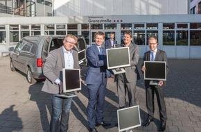 hkk Krankenkasse: 200 Monitore für Bremer Schulen / Senatorin Claudia Bogedan nimmt Spende der hkk entgegen