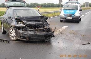 Polizeidirektion Neustadt/Weinstraße: POL-PDNW: (Haßloch) Verkehrsunfall mit Totalschaden - Sattelzug fährt weiter - Zeugenaufruf