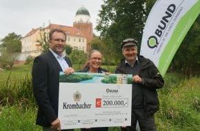 """Krombacher Brauerei GmbH & Co.: Gute Aussichten für Auenlebensraum an der Elbe - Krombacher übergibt Spende in Höhe von 200.000 EUR für das Projekt """"Lebendige Auen für die Elbe"""" des BUND"""