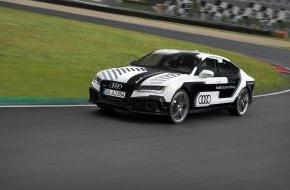 Audi AG: Audi bringt das sportlichste pilotiert fahrende Auto der Welt auf die Rennstrecke