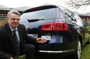 Deutsche Bundesstiftung Umwelt (DBU): DBU: Generalsekretär steigt auf Erdgas-Dienstwagen um (FOTO)