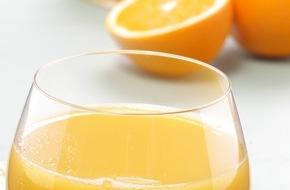 Universität Hohenheim: Humanstudie belegt: Orangensaft ist gesünder als Orange