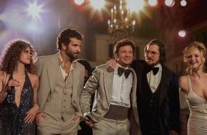 """ProSieben Television GmbH: Schlitzohren in Schlaghosen: """"American Hustle"""" mit Bradley Cooper und Jennifer Lawrence am 24. Juli 2016 auf ProSieben"""
