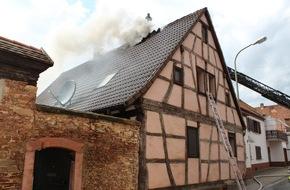 Polizeidirektion Kaiserslautern: POL-PDKL: Wohnhausbrand durch Blitzeinschlag