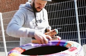 reifencom GmbH: Graffiti-Star René Turrek animiert zum Reifenwechsel - mit origineller Spray-Aktion bei reifen.com