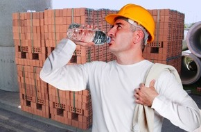 Berufsgenossenschaft der Bauwirtschaft: Wer jetzt im Freien arbeitet, muss sich schützen