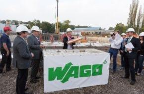 WAGO Gruppe: Noch mehr Raum für Teamgeist und Innovationen: Grundstein für neue WAGO-Zentrale in Minden gelegt