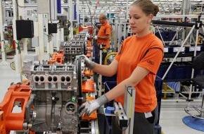 Ford-Werke GmbH: Kleines Kraftpaket von Ford feiert Jubiläum: 250.000ster 1,0-Liter-Motor läuft im Kölner Motorenwerk vom Band (FOTO)