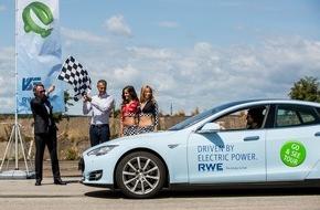 RWE Deutschland AG: Mit dem Tesla quer durch Europa: RWE zieht Zwischenbilanz bei Go & See Tour 2015