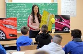 Ford-Werke GmbH: Frisch, sportlich und emotional: Ford-Designerin erklärt Schülern der Duisburger Heinrich-Heine-Gesamtschule die Wirkung von Farben