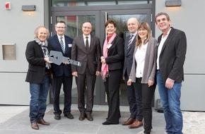 Deutsche Energie-Agentur GmbH (dena): Martin-Buber-Jugendherberge ist Botschafter der Energiewende / Erstes Gebäude im dena-Modellvorhaben nach energetischer Modernisierung wieder eröffnet