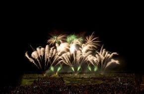 Hannover Marketing und Tourismus GmbH: Farbenfrohes Spektakel vor grandioser Kulisse: 24. Internationaler Feuerwerkswettbewerb in Hannover