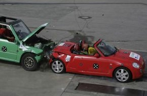 """DEKRA SE: Aktuelle Crashtests von DEKRA und AXA Winterthur in Wildhaus/Schweiz / """"Kleine Flitzer oben ohne"""" - Sicher unterwegs mit Kompakt-Cabrios?"""