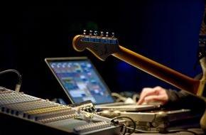 d. swarovski tourism services gmbh: Erfolgreiches Debüt für fmRiese - Forward Music Festival