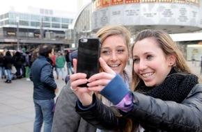 "ZDFinfo: Was ist so toll an Selfies? / ZDFinfo geht im Netzkultur-Format ""15 Minutes of Fame"" dem Selbstfotografier-Hype der Generation Smartphone nach"