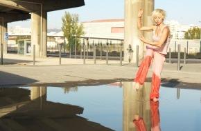 Migros-Genossenschafts-Bund Direktion Kultur und Soziales: Die Welt tanzt an vom 12. April bis 5. Mai 2012 mit 94 Vorstellungen in 33 Schweizer Städten.  Migros-Kulturprozent Tanzfestival Steps