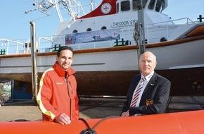 DLRG - Deutsche Lebens-Rettungs-Gesellschaft: Retter helfen Rettern / Erster Einsatz von Rettungsschwimmern der DLRG vor der griechischen Küste