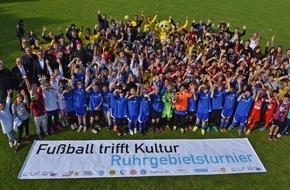 """Initiativkreis Ruhr GmbH: Sozialprojekt begeistert Schulkinder - Erstes Ruhrgebietsturnier von """"Fußball trifft Kultur""""/Initiativkreis Ruhr und LitCam verbinden Sport und Bildung"""