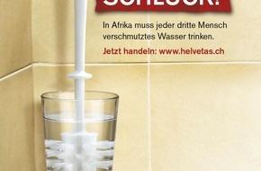Helvetas: Helvetas steckt WC-Bürste in Trinkwasserglas!