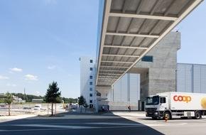 Coop Genossenschaft: Coop ouvre son plus grand site logistique et la plus vaste boulangerie industrielle de Suisse / Un projet de construction pionnier s'achève à Schafisheim, en Argovie