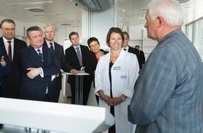 Roche Diagnostics GmbH: Bundesgesundheitsminister Hermann Gröhe und Bundesverkehrsminister Alexander Dobrindt besuchten Roche in Penzberg bei München